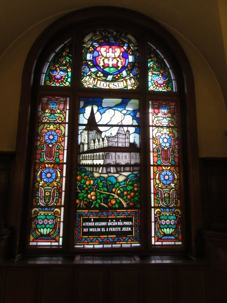 Stained glass window of Locse in the Mátyás restaurant in the Hungest Palota Lillafüred